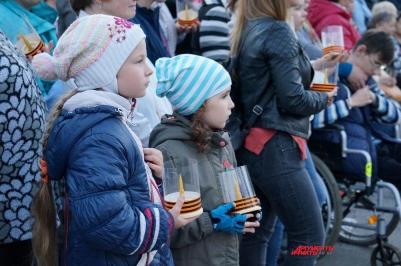 Многие пермяки привели на акцию детей.