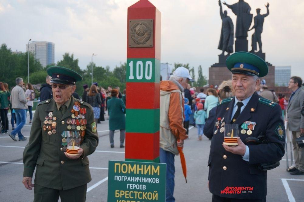 На площади перед монументом возвели посвящённый 22 июня арт-объект.