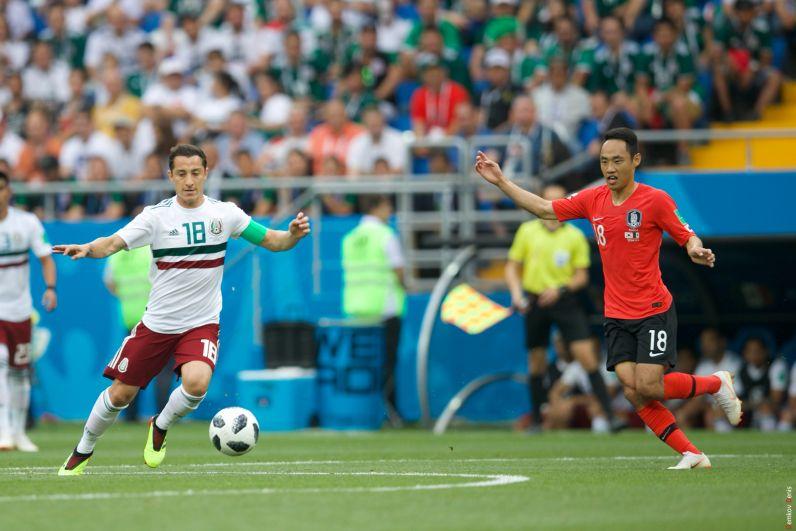 Он же и Андреас Гуардадо - капитан сборной Мексики.