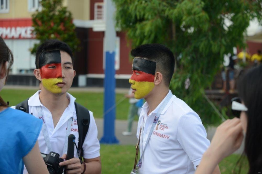 Зрители матча из Азии болеют за Германию.