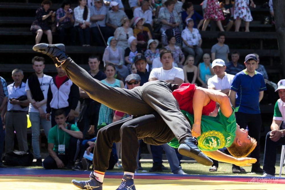 Традиционно самым зрелищным турниром Сабантуя стала борьба куреш.
