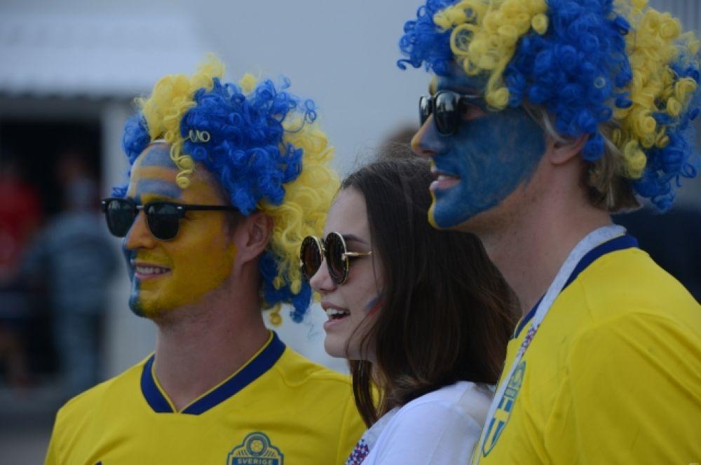 Фанаты сборной Швеции нанесли цвета команды на лица.
