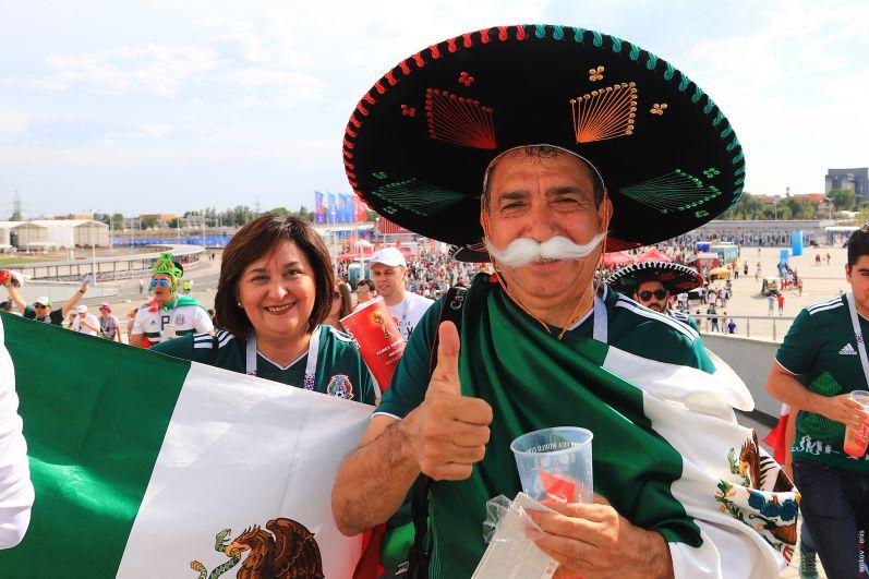 Мексиканец в самбреро - популярном в Мексике головном уборе.