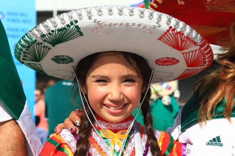 Юная мексиканка  в самбреро.