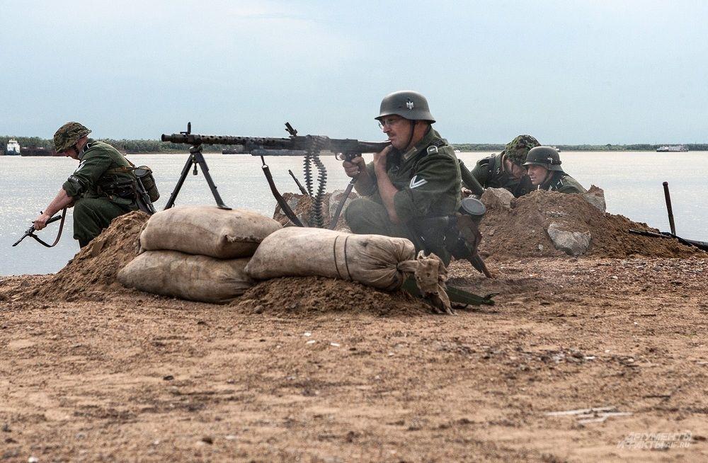 """""""Немцы"""" ведут огонь по защитникам города"""