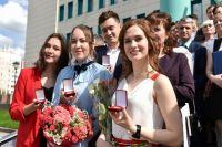 Дмитрий Артюхов поздравил выпускников Нового Уренгоя