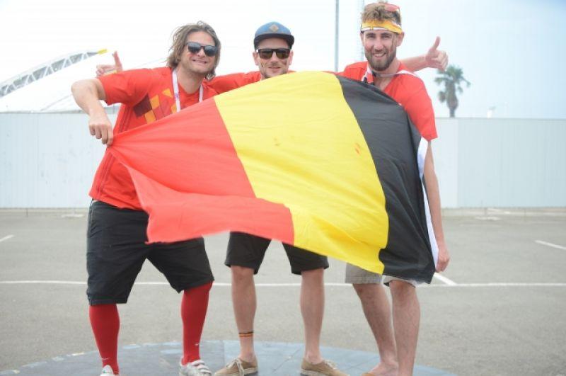 Болельщики из Германии с национальным флагом.