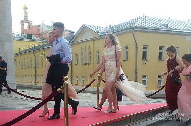 Бал без родителей. Как проходил всероссийский выпускной в Кремле