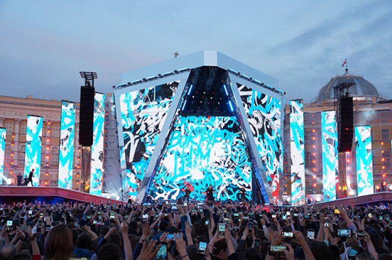 Шоу на Дворцовой площади получилось ярким и эффектным.