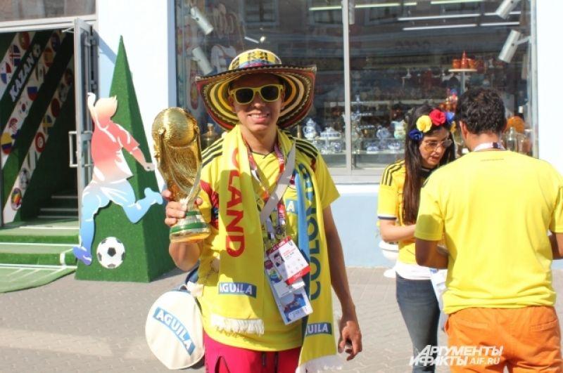 Болельщиков из Колумбии можно сразу опознать по ярким шляпам и желтым футболкам.