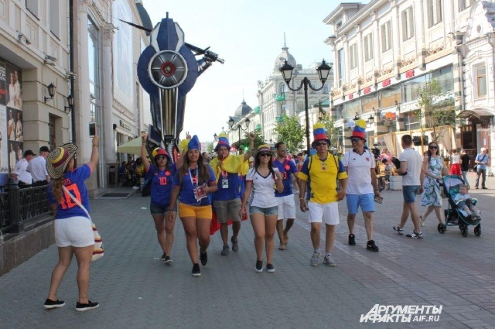 В дни чемпионата мира самая популярная прогулочная зона у болельщиков любой страны - пешеходная улица Баумана, которая является сосредоточием всевозможных баров и развлечений.
