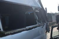Основной удар пришёлся на дальний угол микроавтобуса со стороны водителя.