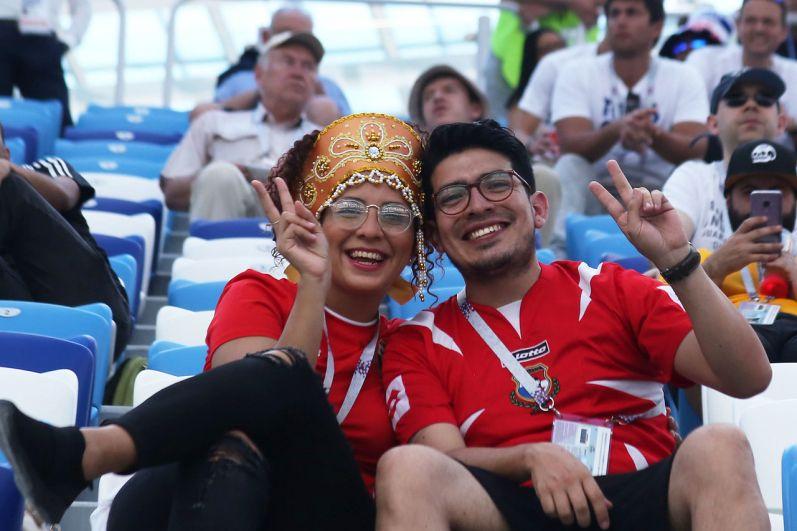 Фанаты на трибунах стадиона