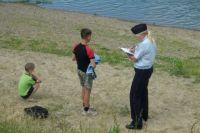 Полиция и спасатели предупреждают: отпускать детей купаться одних на необорудованный пляж крайне опасно.