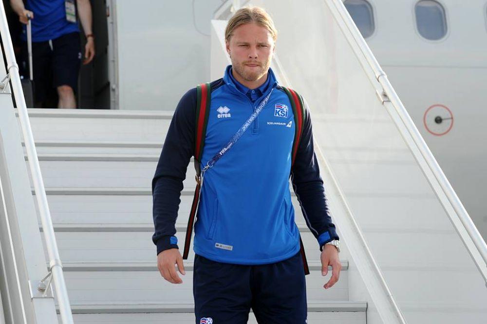 Национальная сборная Исландии по-особенному близка ростовчанам, ведь в составе ФК «Ростов» три игрока родом из страны льдов – Рагнар Сигурдссон, Сверрир Инги Ингансон и Бьёрн Бергманн Сигурдарсон.