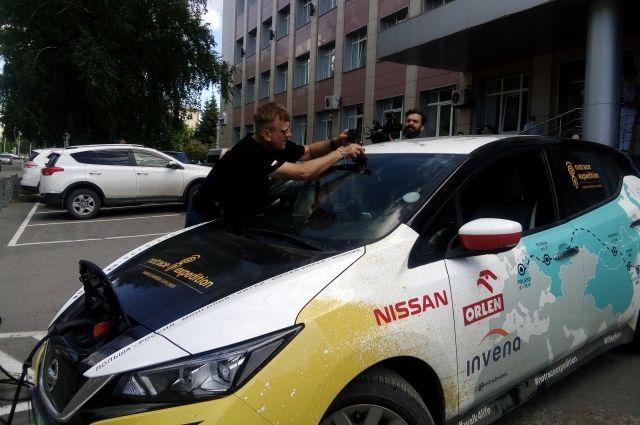 Автомобиль Марека Каминского в Кемерове заправили бесплатно. Сам поляк вообще отметил, что русские гостеприимны и отзывчивы.