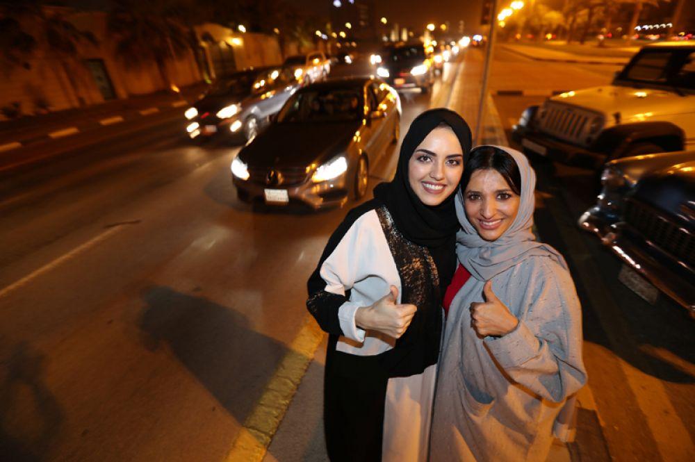 Первые женщины, которым разрешено водить машину в Саудовской Аравии.