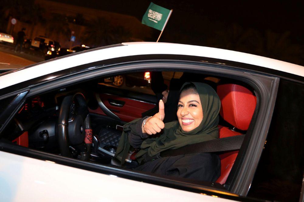В начале 2018 года саудовским дамам впервые разрешили посещать футбольные матчи: они могли посмотреть игру с семейных трибун в сопровождении родственников.