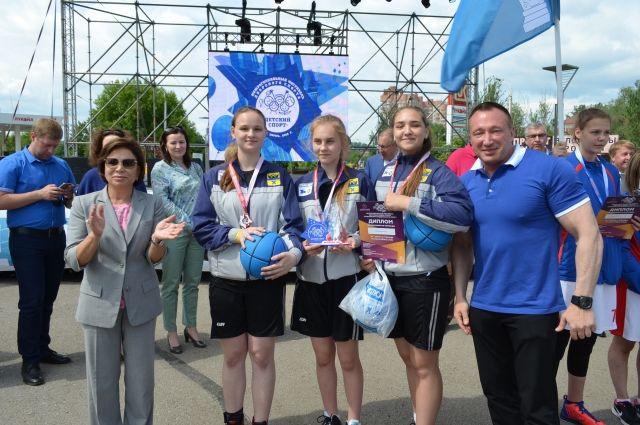 На спортивный праздник  в Пермь приехала олимпийская чемпионка Ирина Роднина.