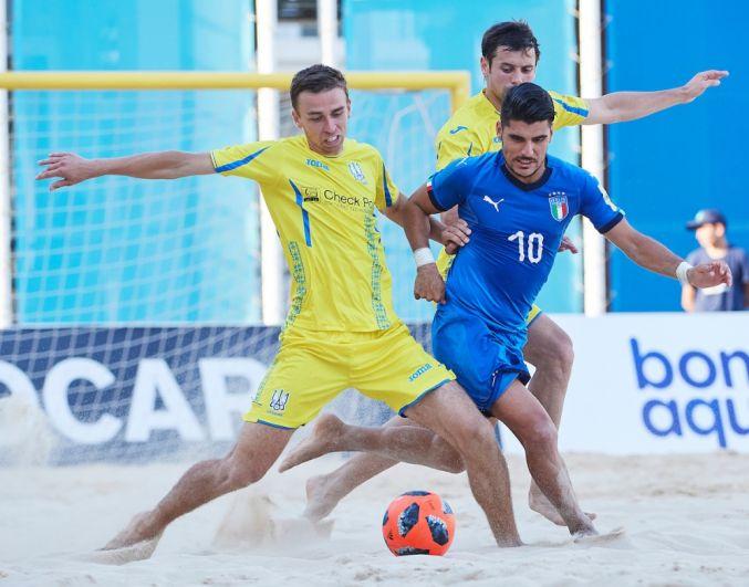 Переходим к матчу с итальянцами. Главная звезда сборной Италии Гори пробивается сквозь оборонительные редуты украинцев и получает заслончик от Медведя.