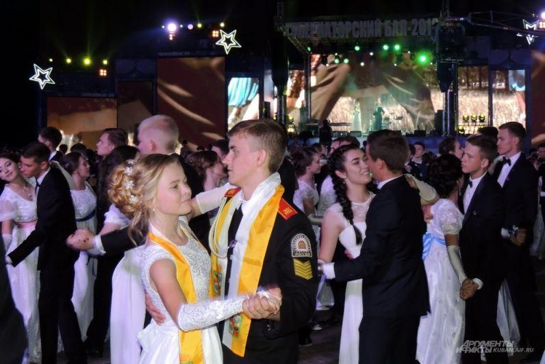 На балу были самые разные танцы, от современных до народных.