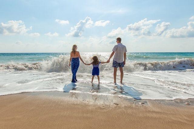 Чтобы отправиться на отдых к морю, копить нужно заранее.