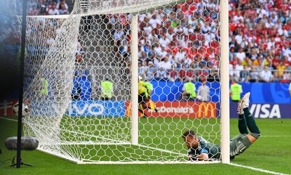 На 23 минуте гол в свои ворота забил Денис Черышев. Мяч с подачи уругвайский защитника Диего Ласкальта отскочил от ноги Черышева и рикошетом влетел в сетку.