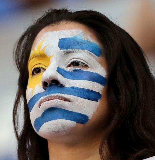 Сосредоточенная болельщица из Уругвая: после прошлой победы наставник сборной заявил, что команда должна «победить Россию или умереть».