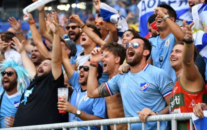 Уже на 10-й минуте повод для ликования появился у уругвайцев.