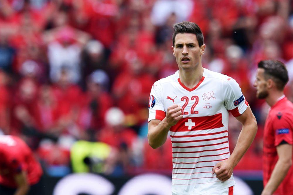 Фабиан Шер, Швейцария. В прошлом году 25-летний футболист подписал четырехлетний контракт с испанским «Депортиво», сумма перехода составила 4 млн евро.