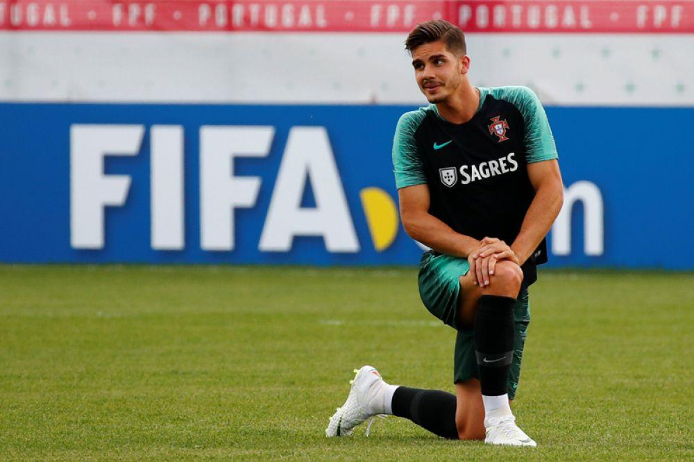 Андре Силва, Португалия. В прошлом году 22-летний футболист подписал пятилетний контракт с итальянским «Миланом». Сумма трансфера составила 38 миллионов евро.