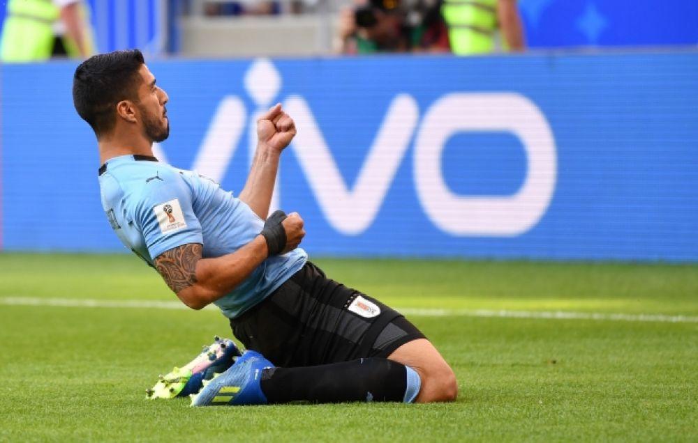 Суарес празднует первый гол. Он и будет признан лучшим игроком встречи.