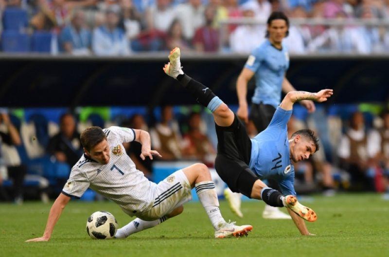 Борьба на поле не прекращалась ни на минуту, хоть Уругвай и пытался сбавить темп после двух голов.