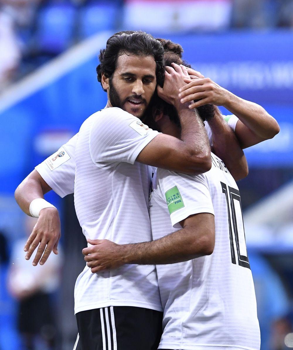Египтяне демонстрируют сплоченность и поддержку внутри команды.