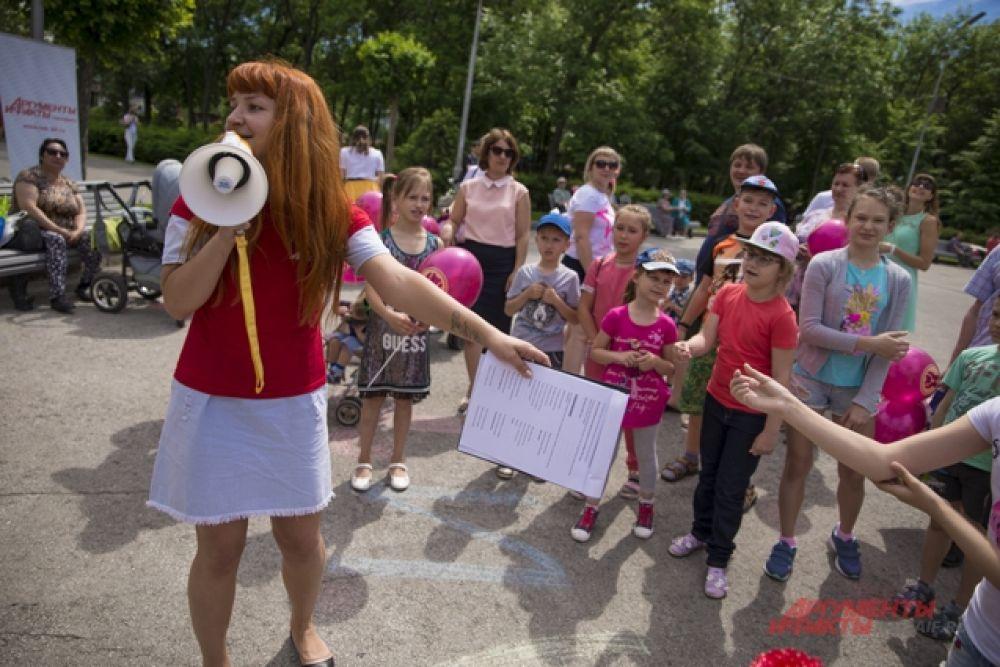 Во время праздника дети вспоминали стихи и песни, веселились.