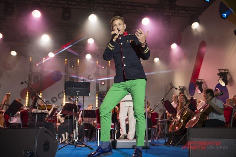 На площади Ленина праздник завершился выступлением Мити Фомина.