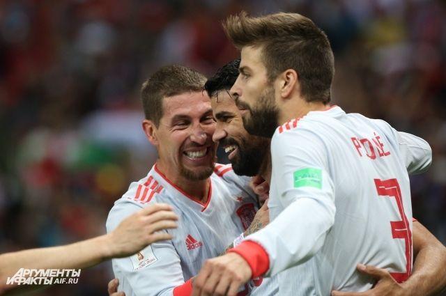 В 1/8 финала испанцы встретятся со сборной России.