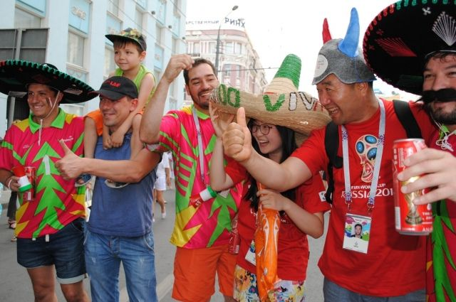 Мексиканским фанатам футбола больше всего понравились улица Большая Садовая с старинными зданиями, Ворошиловский мост, по которому ходили, стадион «Ростов-Арена» и Левобережный парк.