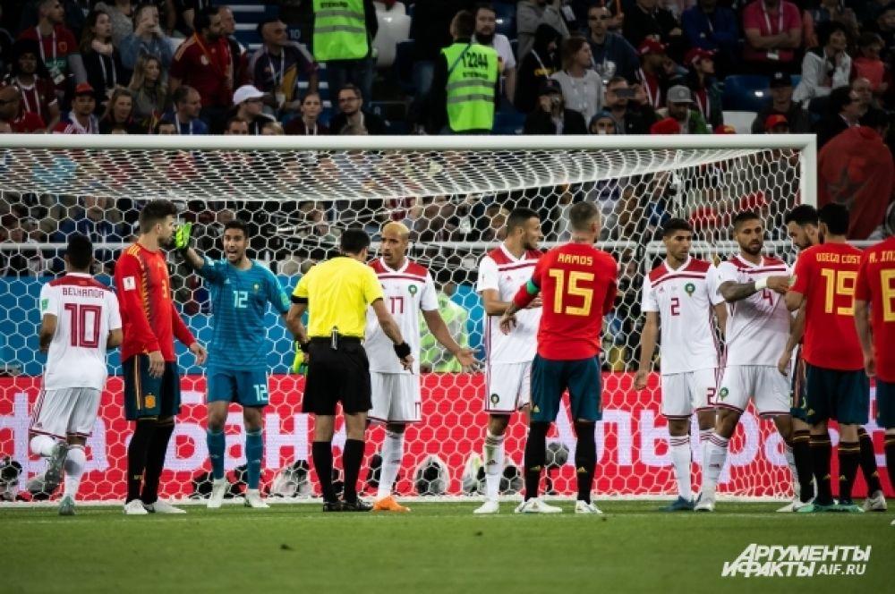 Первыми счет в матче открыли марокканцы, испанцам пришлось отыгрывать.