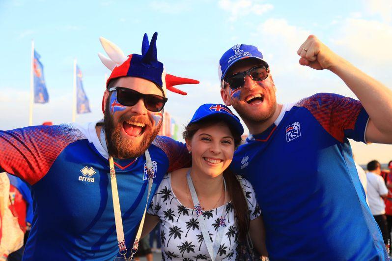 Ещё исландские фанаты: настроение боевое.