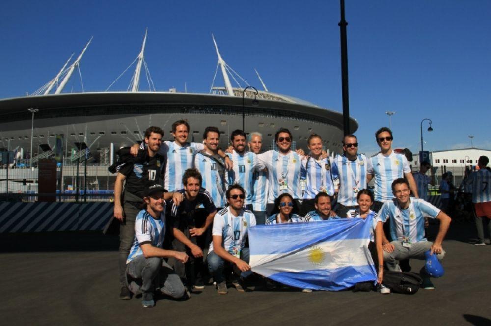 Более 20 тысяч болельщиков из Аргентины приехали на матч в Петербург.