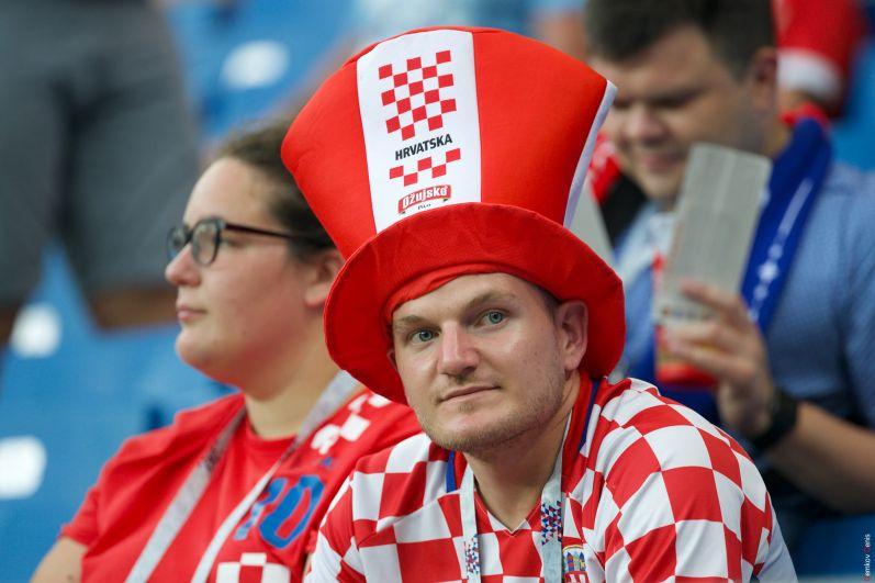 Начало матча: хорватсие болельщики в ожидании гола.