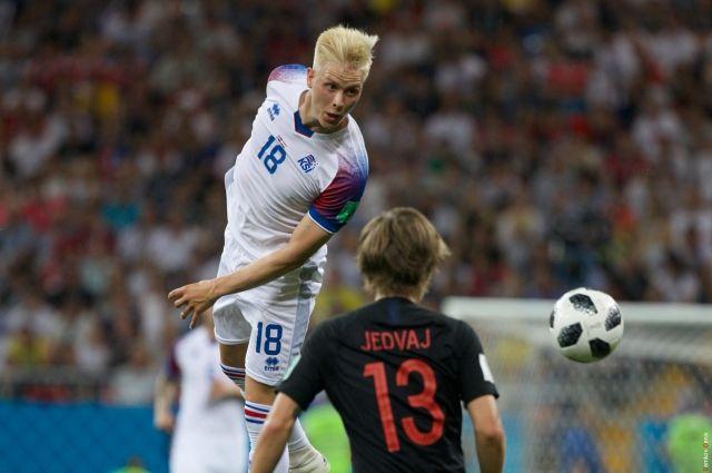 Несколько угловых, штрафные, дуэли в воздухе – скандинавы искали возможность закатить мяч в ворота соперника.