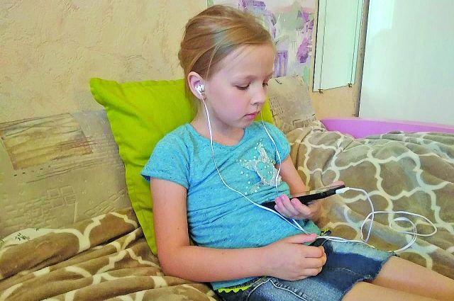 Ограничить использование смартфонов и планшетов - задача сложная и бессмысленная.