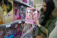 Каждый может подарить сиротам частичку радости. Но всё же лучше не просто купить детям игрушку, а лично сходить к ним в гости.
