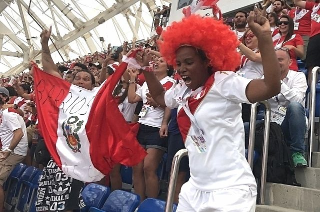 Элиас Сисас Эстер де Пилар не присела ни на минуту во время матча.