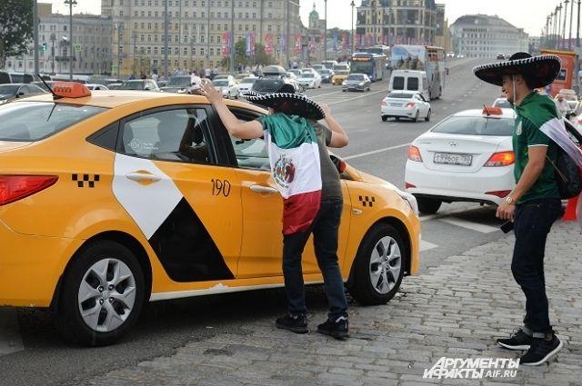 Такси вМоскве, как вовсех крупных городах мира, легко вызвать через приложение всмартфоне.