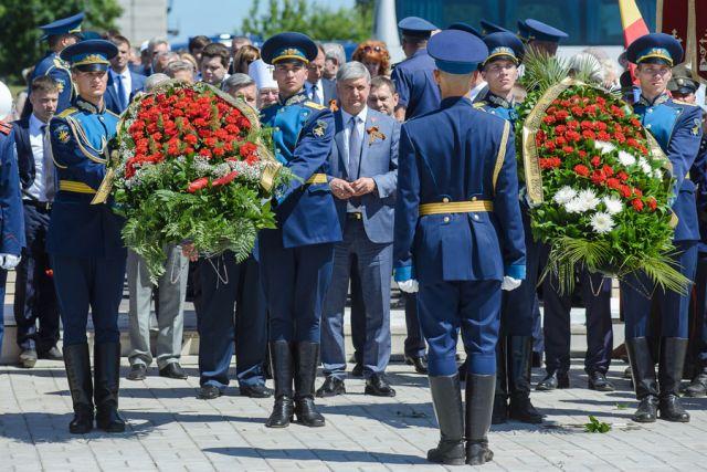В траурном мероприятии 21 июня участвовал врио губернатора Александр Гусев.