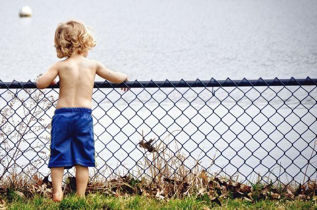 Главное - не оставлять детей у воды без присмотра.