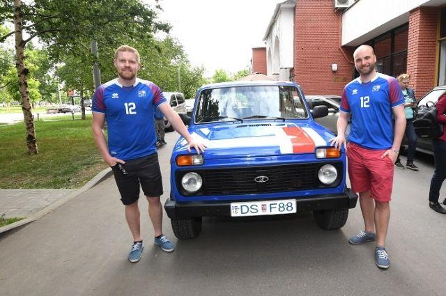 «Нива» - то, что нужно, чтобы поехать в Россию. Исландцы Кристбьорн и Гретар.